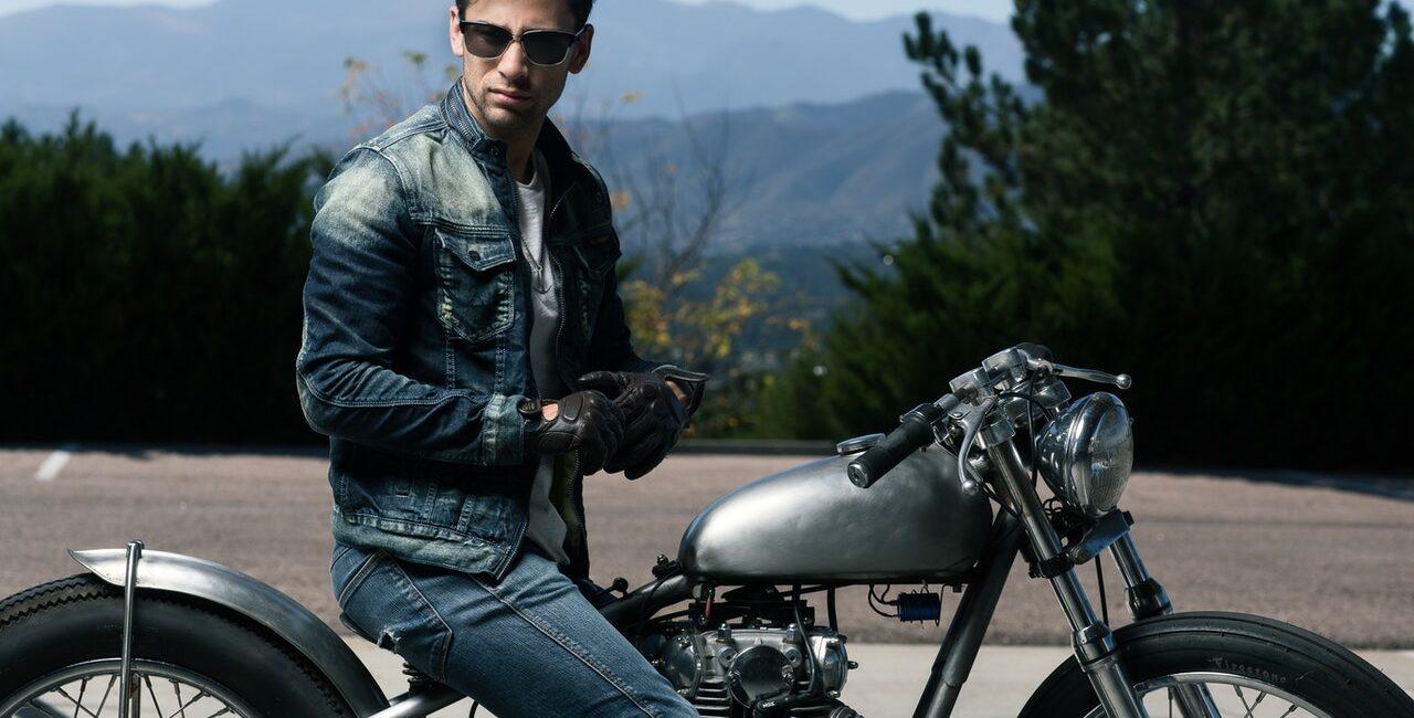 Mann auf Motorrad